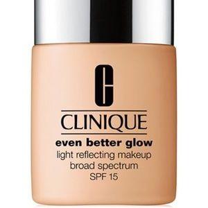🎃Even Better Glow Light Reflecting Makeup SPF 15